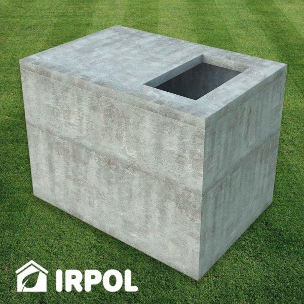 Duża betonowa piwniczka ogrodowa, zbiornik betonowy służący jako piwnica, spiżarnia, spiżarka, schron etc. Wersja z wejściem przez pokrywę zbiornika.